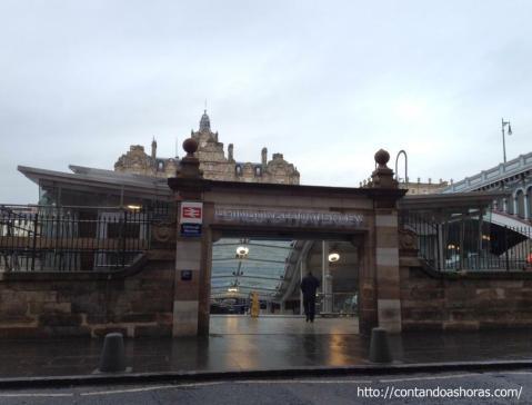Uma das entradas da Waverley Station