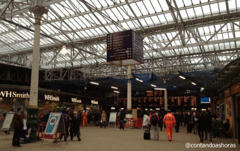 Principal estação de trem de Edimburgo - Waverley Station