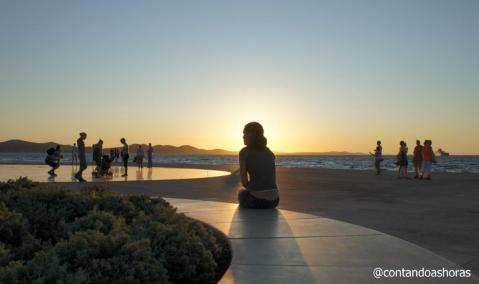 Vendo o por do sol em Zadar, na Croácia